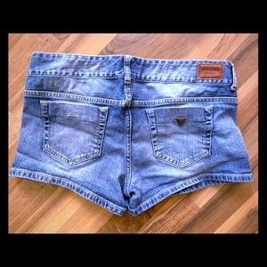 Lovely like new guess jean shorts!!😍💜mid rise!